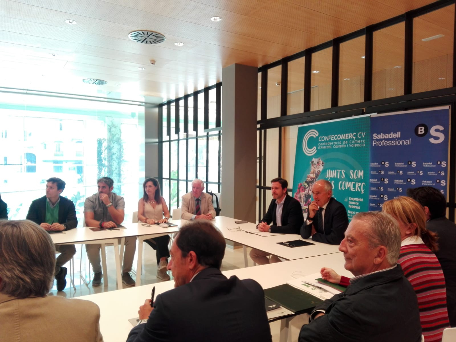 CONFECOMERc-CV-firma-un-convenio-de-colaboración-con-Banc-Sabadell